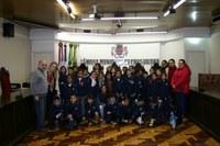 Alunos da E.M.E.F. Elvira Ceratti visitam a Câmara Municipal