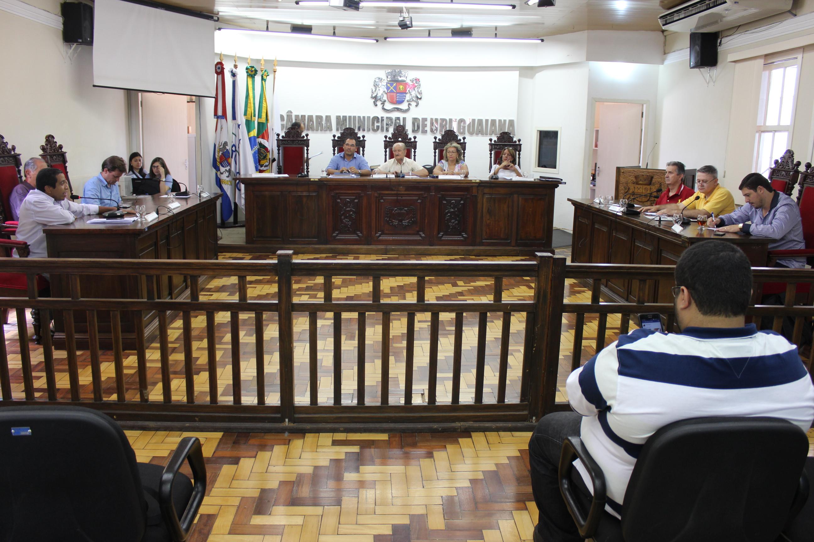 Câmara aprecia projetos do Executivo em sessão extraordinária
