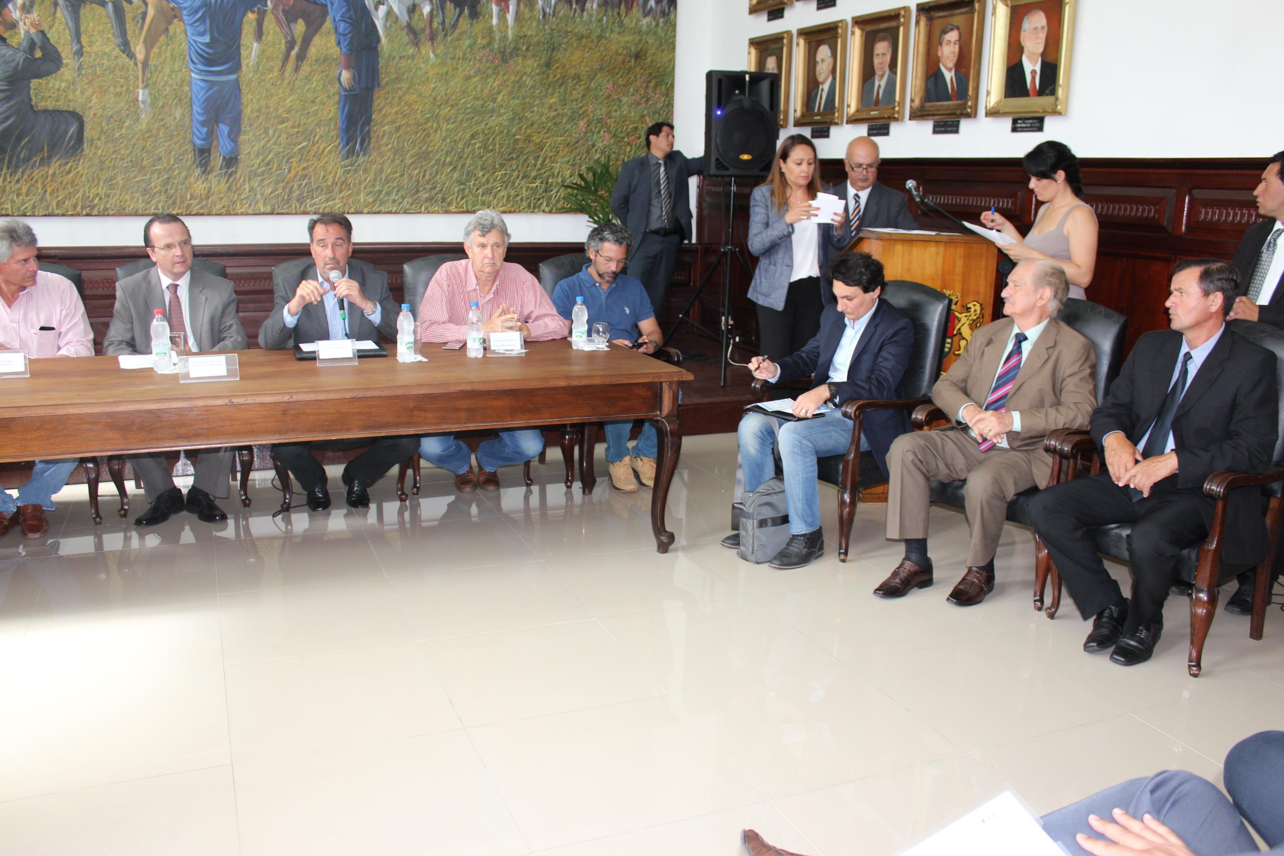 Legislativo acompanha trabalho de Governo Federal sobre atingidos pela enchente