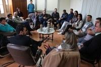 Legislativo, Executivo e Santa Casa reunidos sobre serviços do SUS