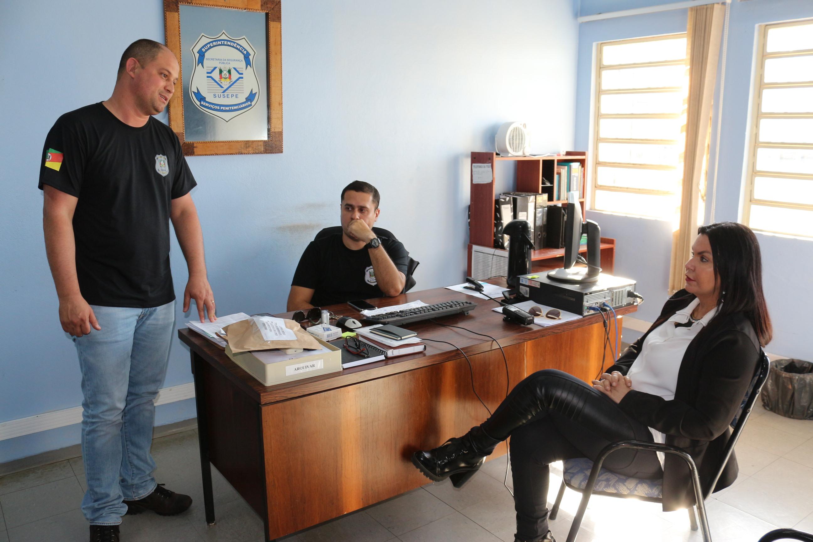 Legislativo visita administração de Penitenciária Modulada