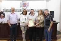 Uruguaianense membro da Academia de Letras é reconhecida pelo Parlamento