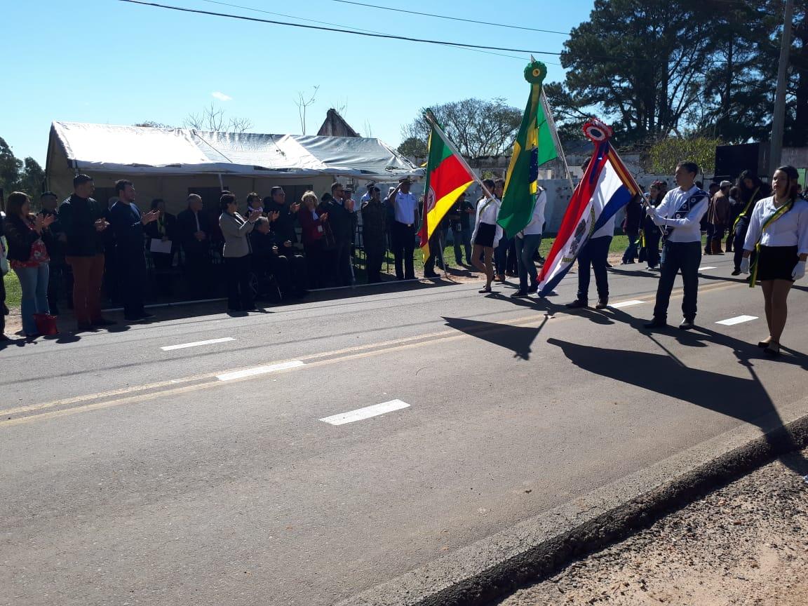 Vereadores acompanham 1º desfile alusivo à Semana da Pátria